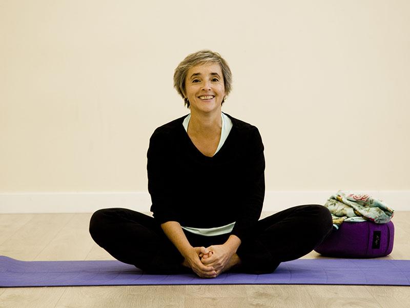 Mireia haciendo Yoga en Yoar